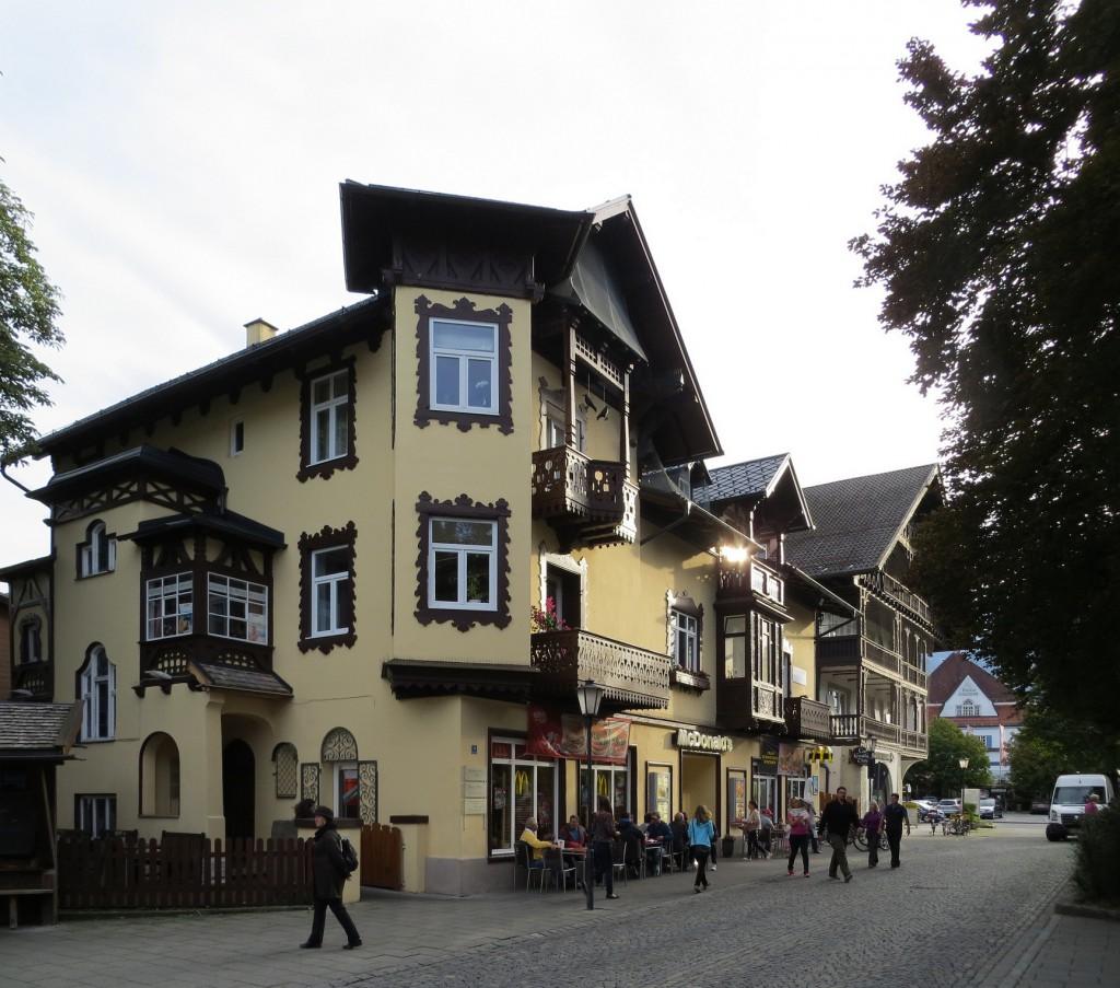 McDonald's-Restaurant am Marienplatz in Garmisch-Partenkirchen